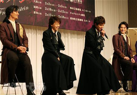 左から、加藤和樹、中川晃教、柿澤勇人、小西遼生