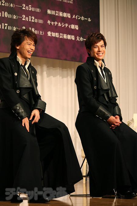左から、中川晃教、柿澤勇人