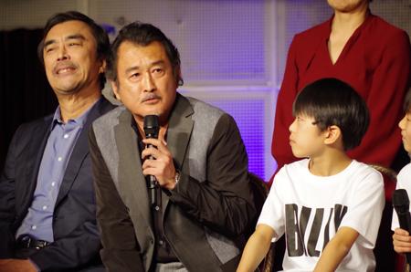 左から、益岡徹、吉田鋼太郎、加藤航世