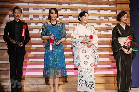 優秀女優賞の轟悠、濱田めぐみ、山本郁子、吉田羊