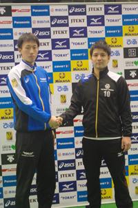 (写真左より) 東レアローズ・渡辺俊介主将、豊田合成トレフェルサ・古賀幸一郎主将