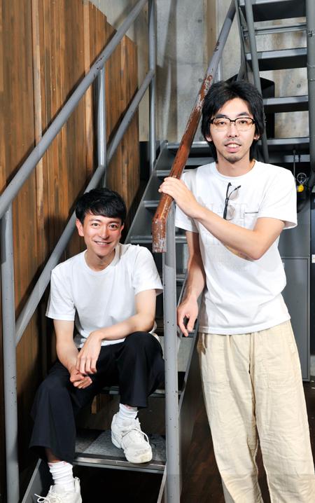 左から、篠山輝信、柄本時生  撮影:桑原克典