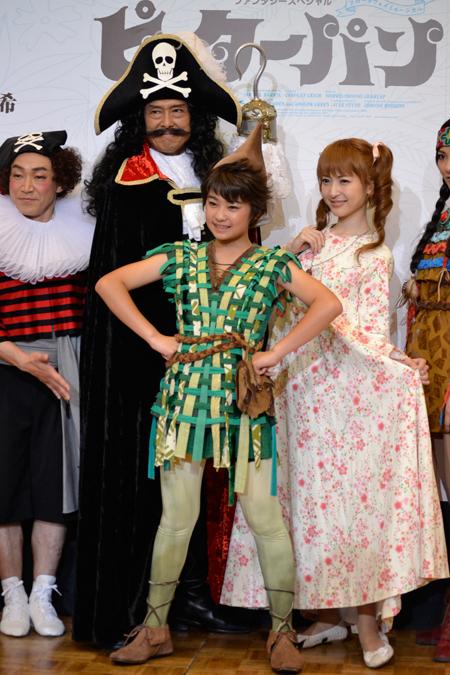 会見より。左から、石井正則、鶴見辰吾、吉柳咲良、神田沙也加
