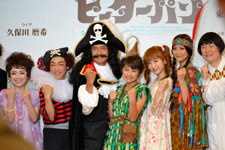 左から、入絵加奈子、石井正則、鶴見辰吾、吉柳咲良、神田沙也加、宮澤佐江、久保田磨希