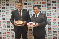 (写真左より)ジェイミー・ジョセフ日本代表ヘッドコーチ、薫田真広日本代表強化委員長