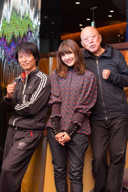 左から、寺脇康文、宮澤佐江、六平直政  撮影:石阪大輔