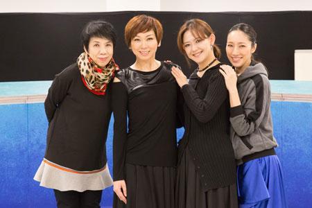 左から、謝珠栄、湖月わたる、姿月あさと、水夏希