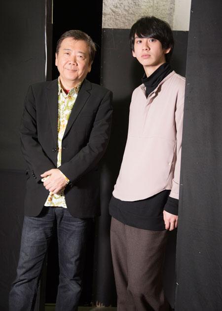 左から、鴻上尚史、秋元龍太朗  撮影:川野結李歌
