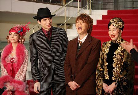 左から、平野綾、城田優、浦井健治、前田美波里