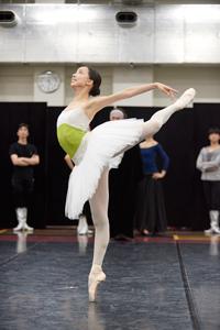 「白鳥の湖」稽古場より オデット/オディール役の沖香菜子 提供:Mizuho Hasegawa