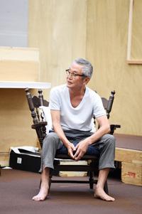 『消えていくなら朝』稽古場より 撮影:桑原克典(東京フォト工芸)