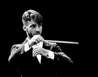 新国立劇場オペラ「トスカ」指揮者  ロレンツォ・ヴィオッティ 写真提供:新国立劇場