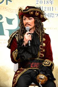 フック船長・ダーリング氏役 ISSA