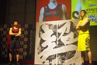 (写真左より)正中岳城(アルバルク東京)、満原優樹(サンロッカーズ渋谷)