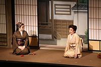 犬神家の長女・松子(波乃久里子)の為、琴の出稽古で犬神家を訪れた宮川香琴(水谷八重子)