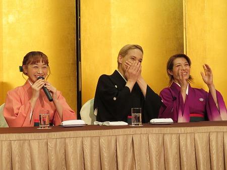左から舞美りら、桐生麻耶、楊琳