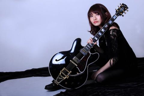 WORLD GUITAR GIRL'S COLLECTION 2018