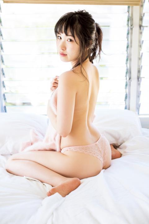 小田桐奈々 写真集「ナナイロ」発売記念握手会
