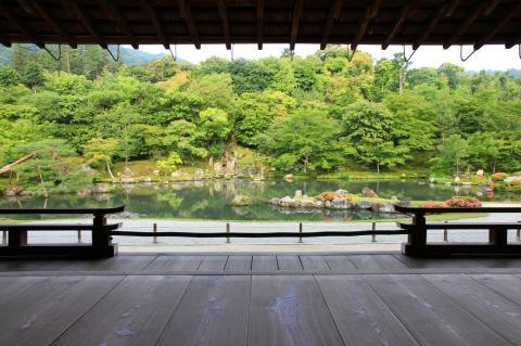 京都嵐山 新緑の古刹名庭を庭師とめぐる